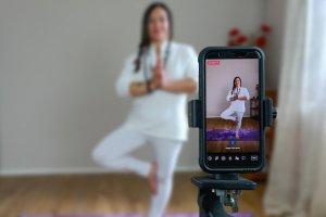 Laura diretta yoga da casa